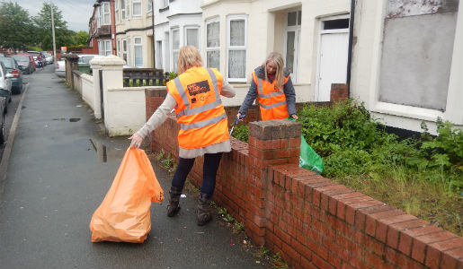 Community and Council clean up an area of Brookside